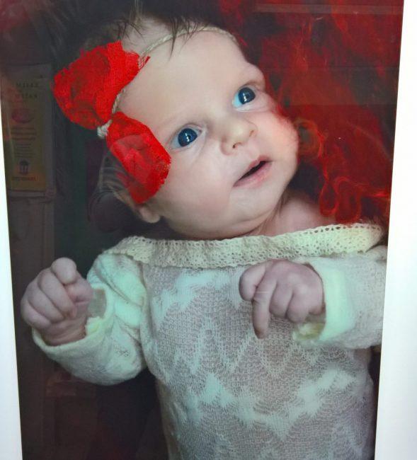 Nadruk UV portretu dziecka na szklaną powierzchnię